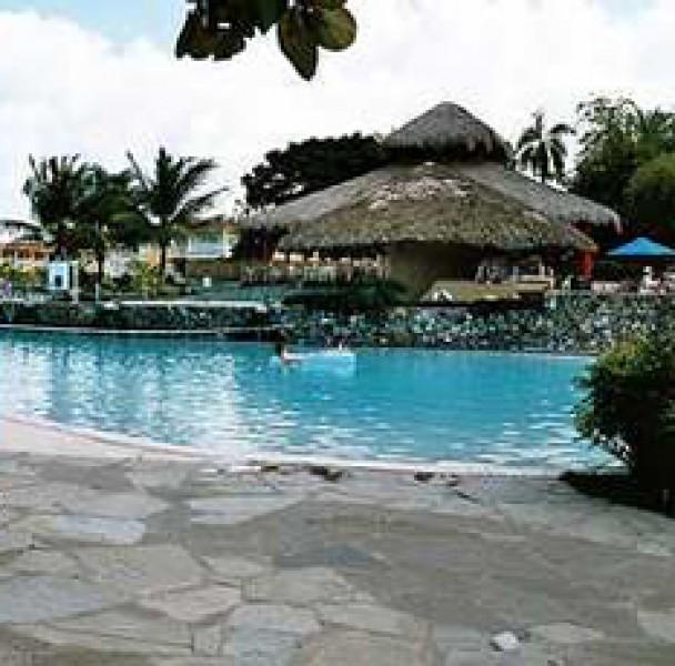 Las Canas Pool Bar